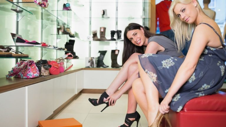 Como abrir uma loja de bolsas e sapatos femininos de sucesso