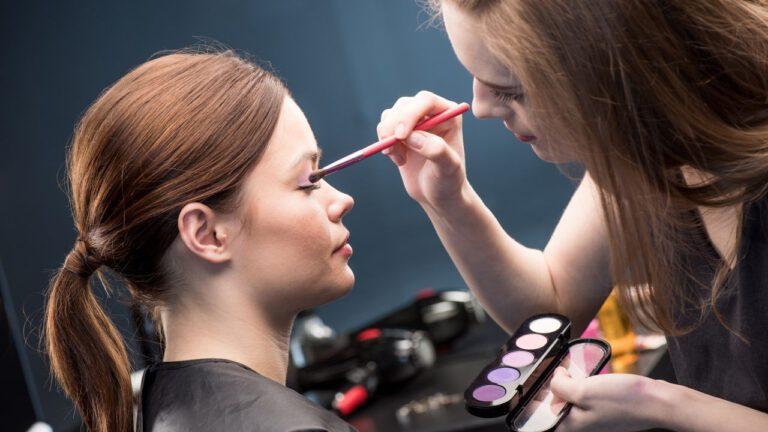 Como ser um maquiador freelancer [6 Passos MAIS Importantes]