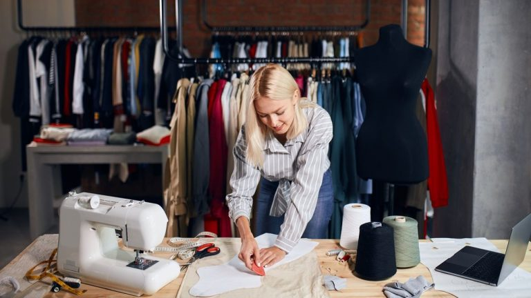 Como Abrir Um Atelier de Costura Profissional – Passo a Passo [2021]