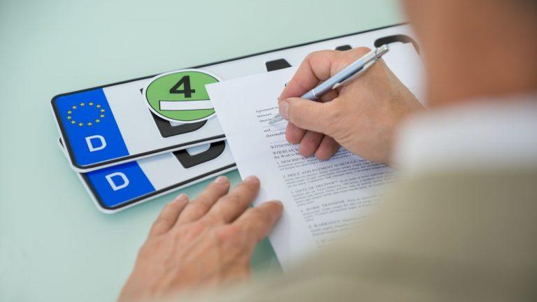 Como Abrir uma Empresa de Estampagem em Placas de Automóvel