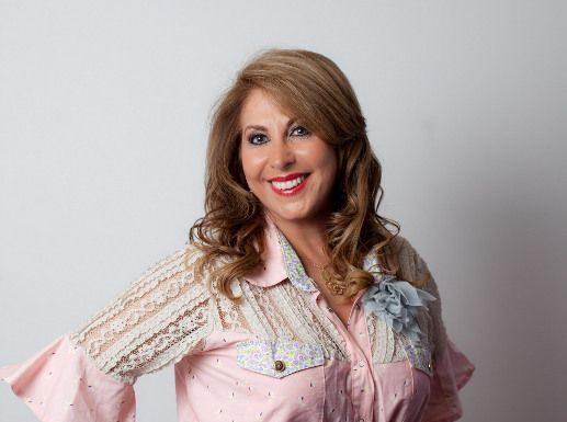 Carmen Flores: uma mulher brilhante por trás da marca