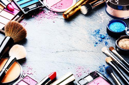20 ideias de negócios para montar com pouco dinheiro maquiadora