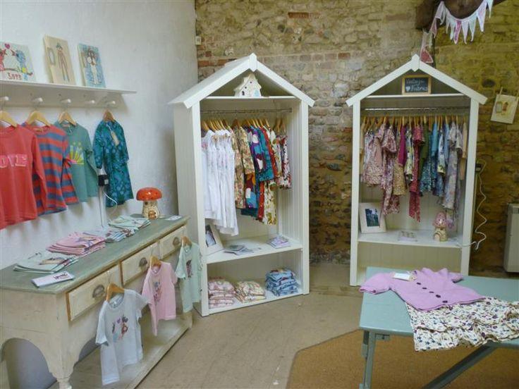 eb17cfecd45 Como escolher a decoração de uma loja de roupas