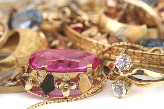 Resultado de imagem para vender bijuterias é um bom negócio