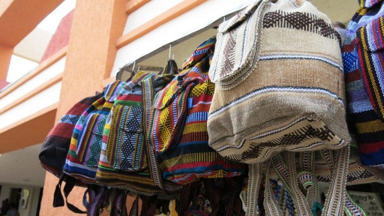 Bolsas no Atacado: 5 Dicas para Comprar e Revender [+ Fornecedores]