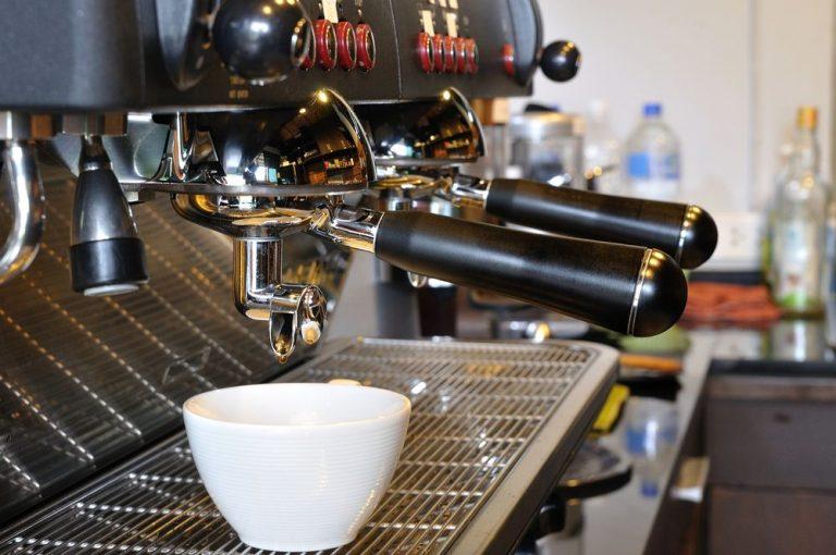 Franquia Café do Feirante vale a pena? Investimento e avaliação